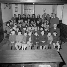 Pobl Drws Nesaf - Bethesda Sunday School - Owen Magic Carmel - Pop Group Trawsfyny thumbnail