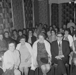 R Jones c/o Manor Divy; Wedding ? - Maldwyn Jones - Music Society - Savings at Queens Hotel - Dr Daynes - Nov-69 thumbnail