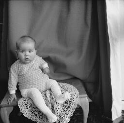 Simon Bond (2); Marianne Wales - Jerusalem concert - Wives Children's Party; CEGB Trawsfynydd - Dec-69 thumbnail