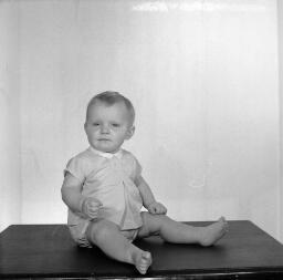 Bob Jones Llan - Centre Bl. Bleddyn Jones - Dyffryn Ardudwy - Mr & Mrs OSea - Square - Simon Bond - Nov-69 thumbnail