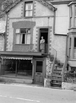 Gwenan Evans - Mr & Mrs Idris Williams - Mrs Moira Roberts - Mrs Newton, Pont yr Afon Gam - Wil Richards, Baron Road - Ceinwen Thomas - Aug-69 thumbnail