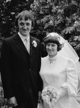 Jean a Bryn Jones, Dolgellau; Wedding Daphney; John Mark .... A taid - Jun-77 thumbnail